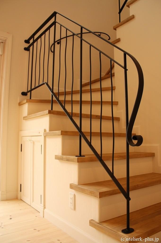 ロートアイアンの階段手すり