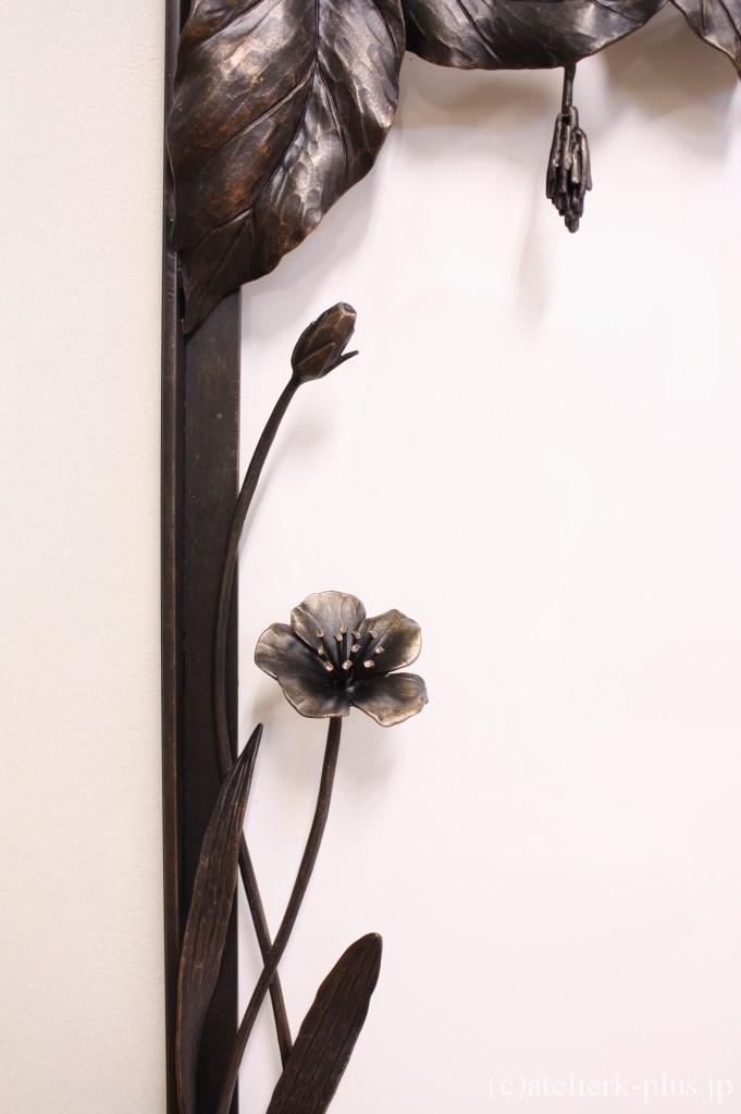 ロートアイアンのお花とミノムシ