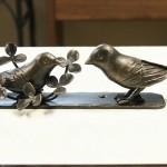 ロートアイアンの小鳥の親子