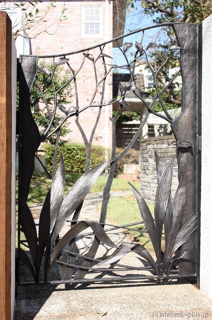 ロートアイアンの門扉や表札等