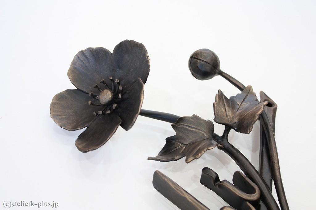 ロートアイアンのシュウメイ菊