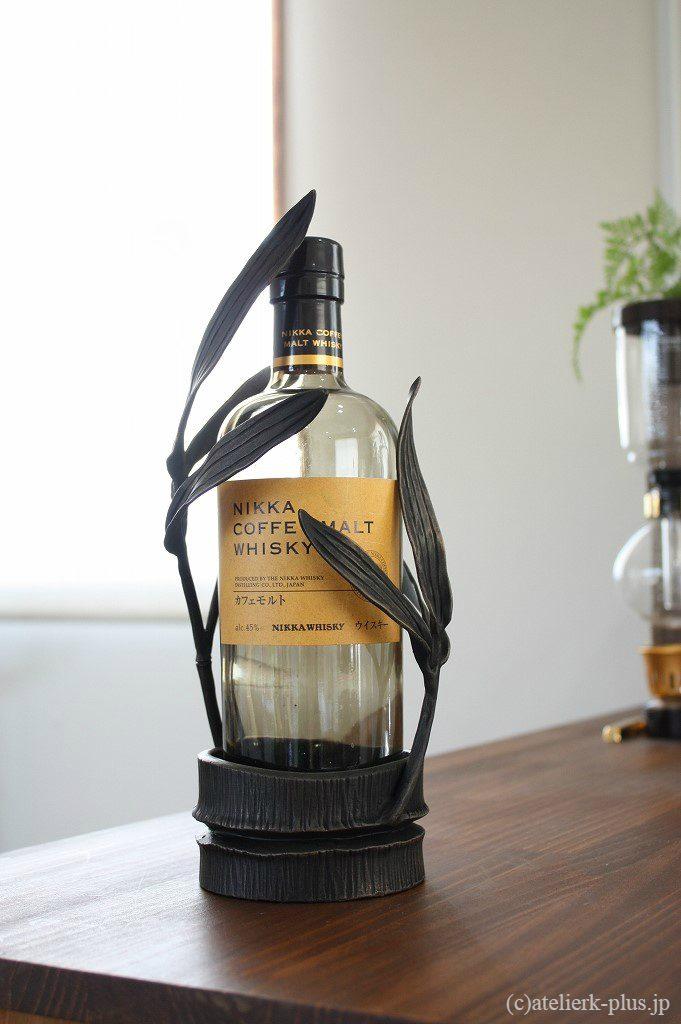 ロートアイアンのボトルラック