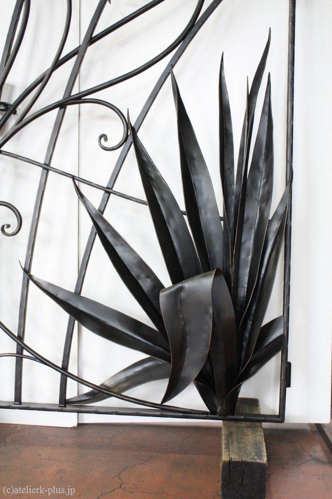 ロートアイアンの熱帯植物