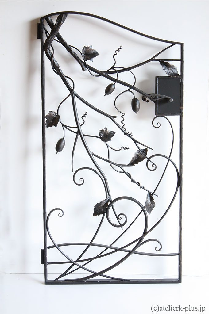 ロートアイアンの門扉