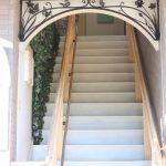 ロートアイアンのアーチ装飾