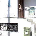 ロートアイアンの表札と門扉
