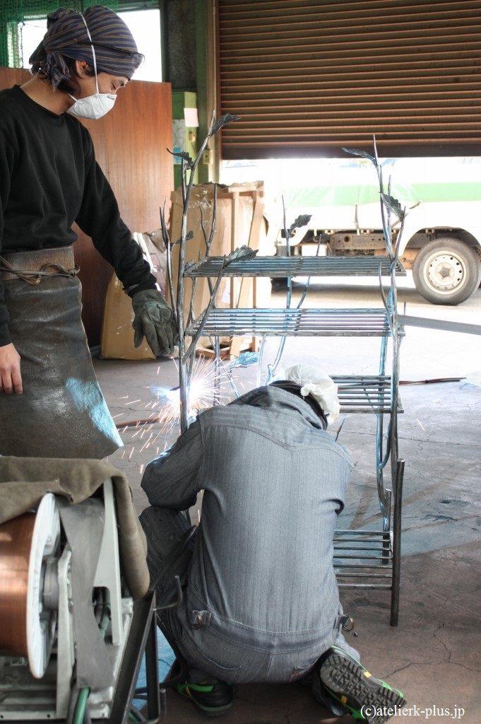 制作中の収納棚