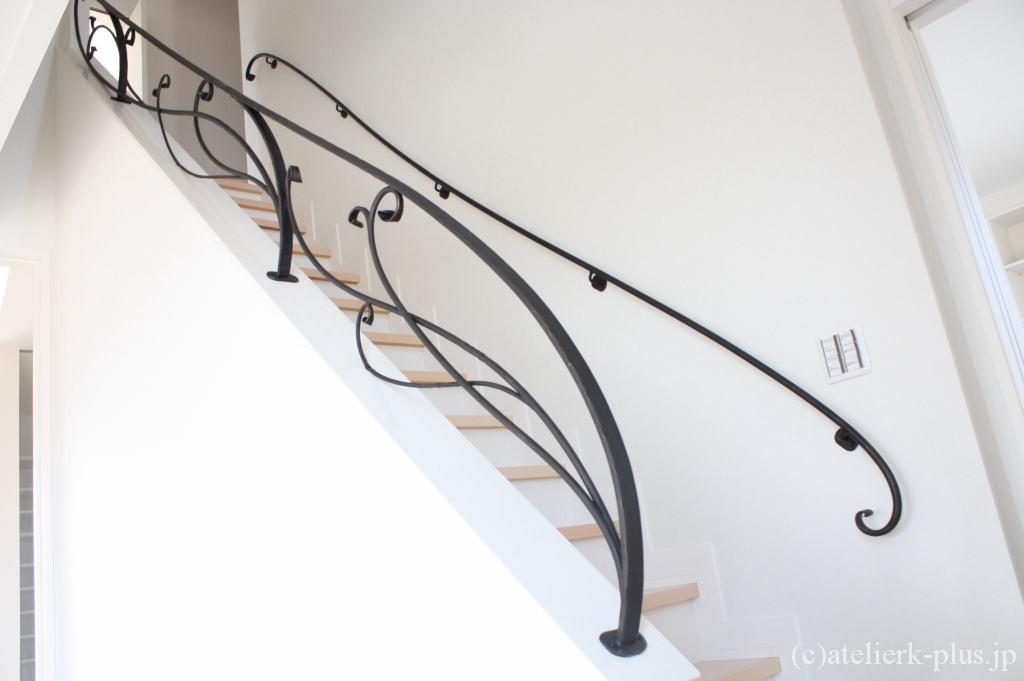 ロートアイアンの階段フェンス