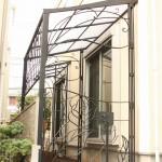 ロートアイアンの門扉付きパーゴラ