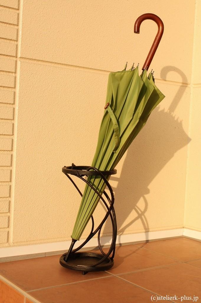 ロートアイアンの傘立て