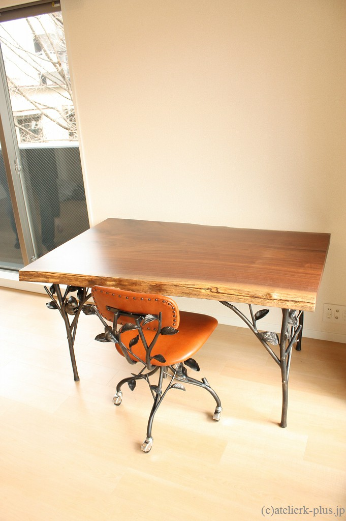 ロートアイアンのテーブル