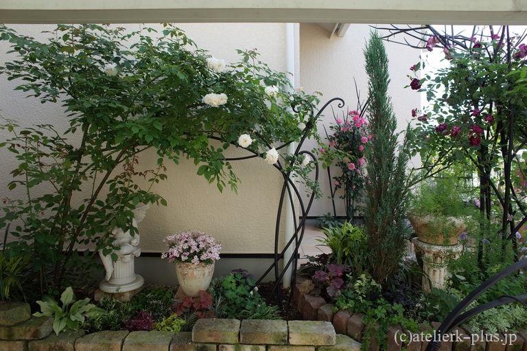 ロートアイアンのバラの支柱