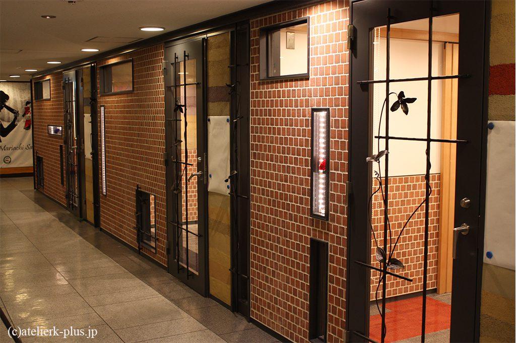 ロートアイアンのドア装飾等