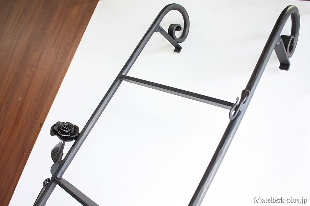 ロートアイアンのインテリア梯子