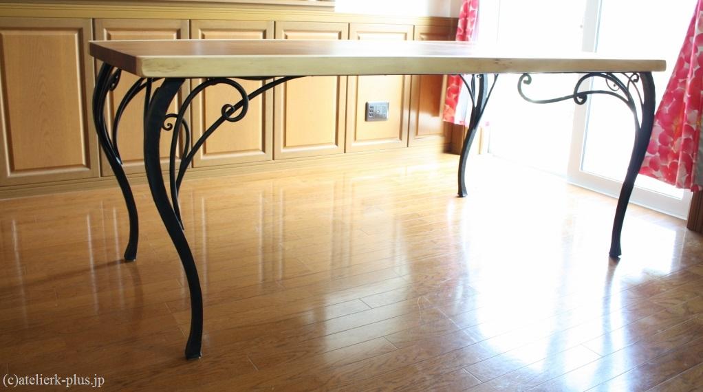 ロートアイアンのテーブルの脚