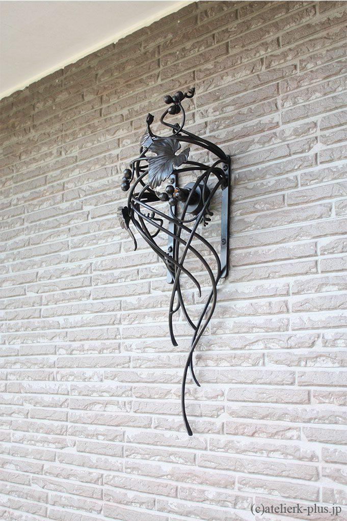 ロートアイアンの玄関照明