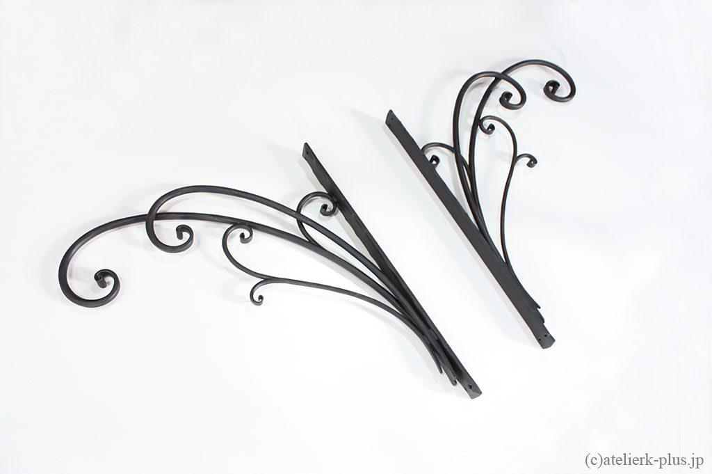 ロートアイアンのブラケット装飾
