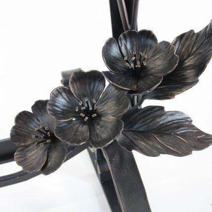 ロートアイアンの花