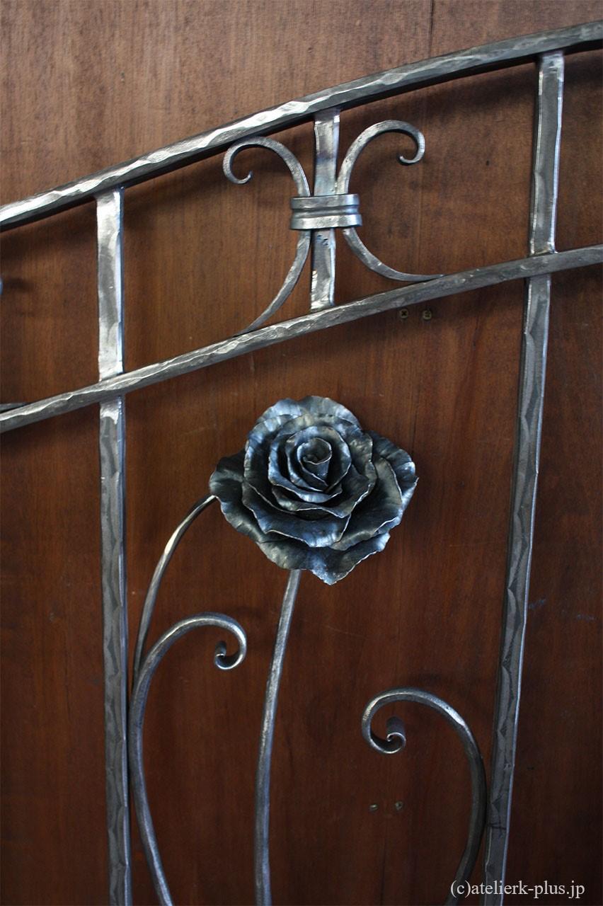 ロートアイアンのバラ