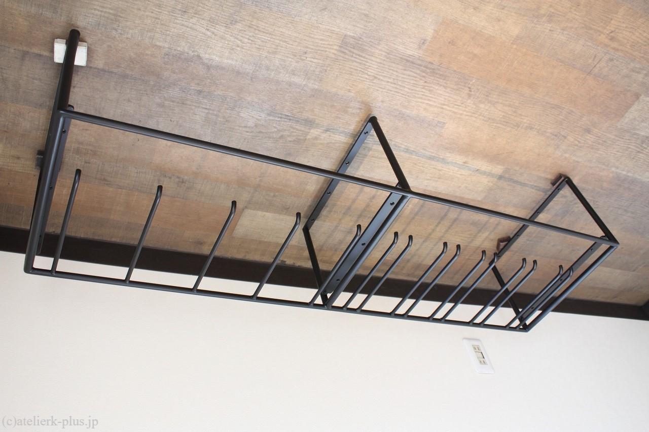 ロートアイアンの吊り棚