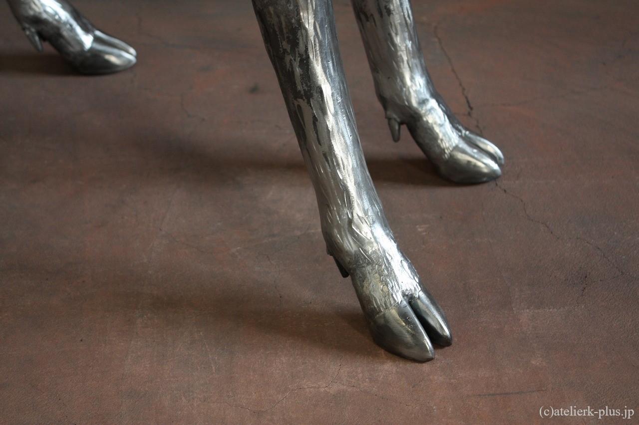 ロートアイアンの鹿の脚