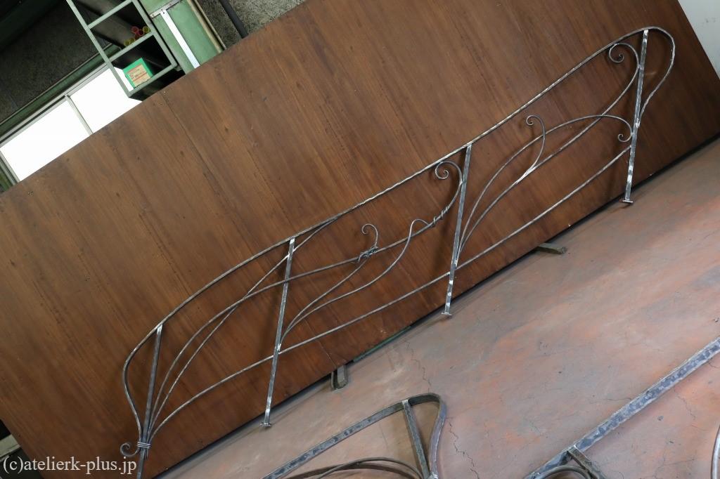 唐草の鍛鉄階段手摺