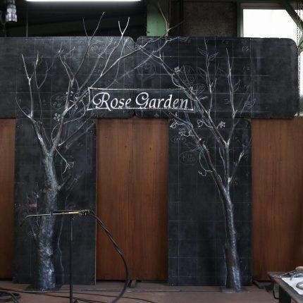 ロートアイアンの看板オブジェ