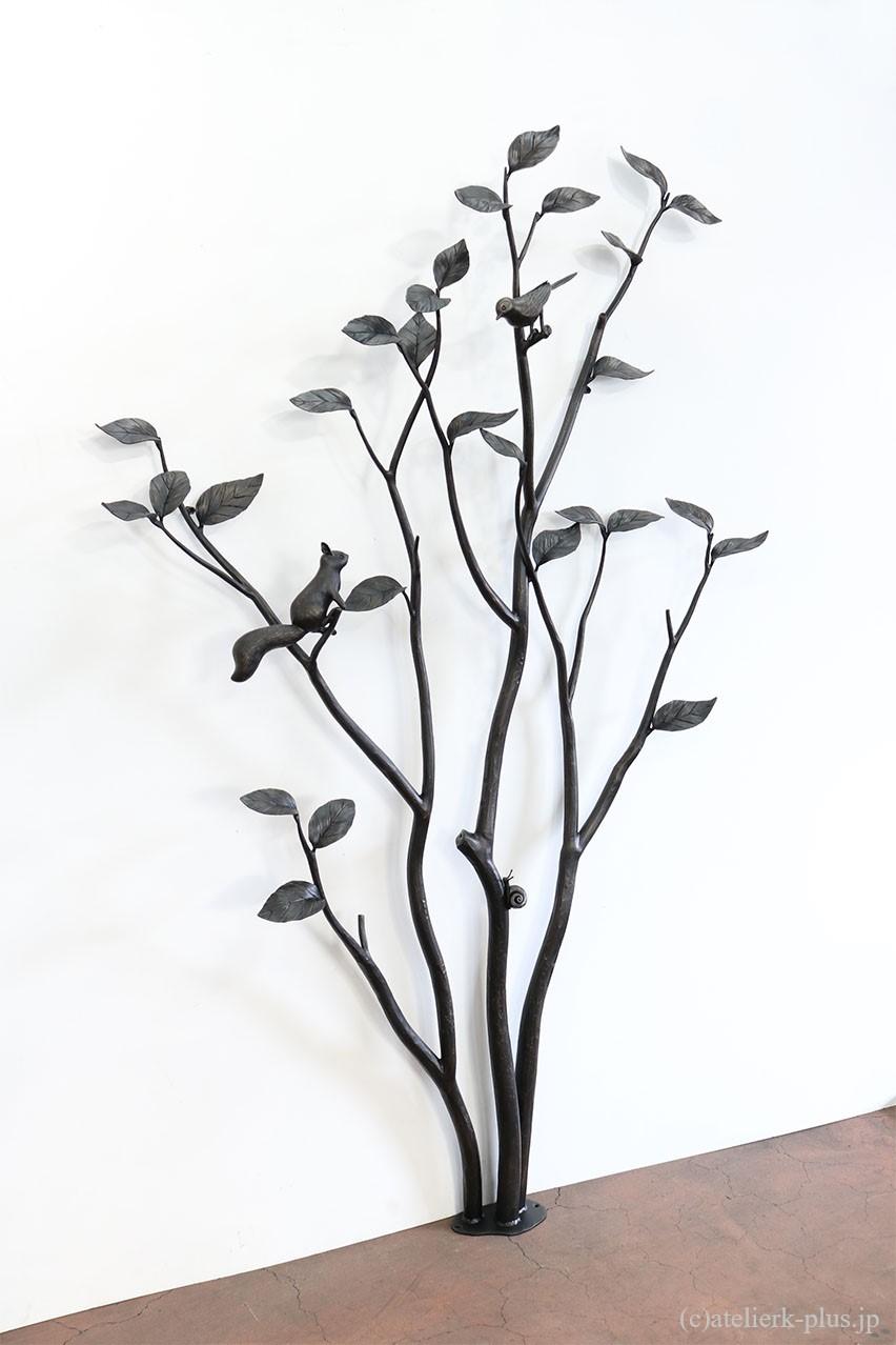 ロートアイアンの木のオブジェ