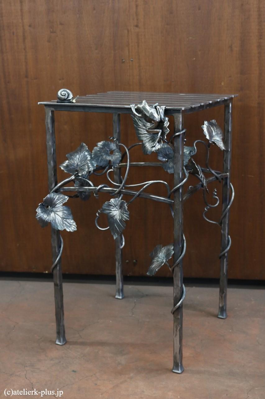 ロートアイアンのミニテーブル