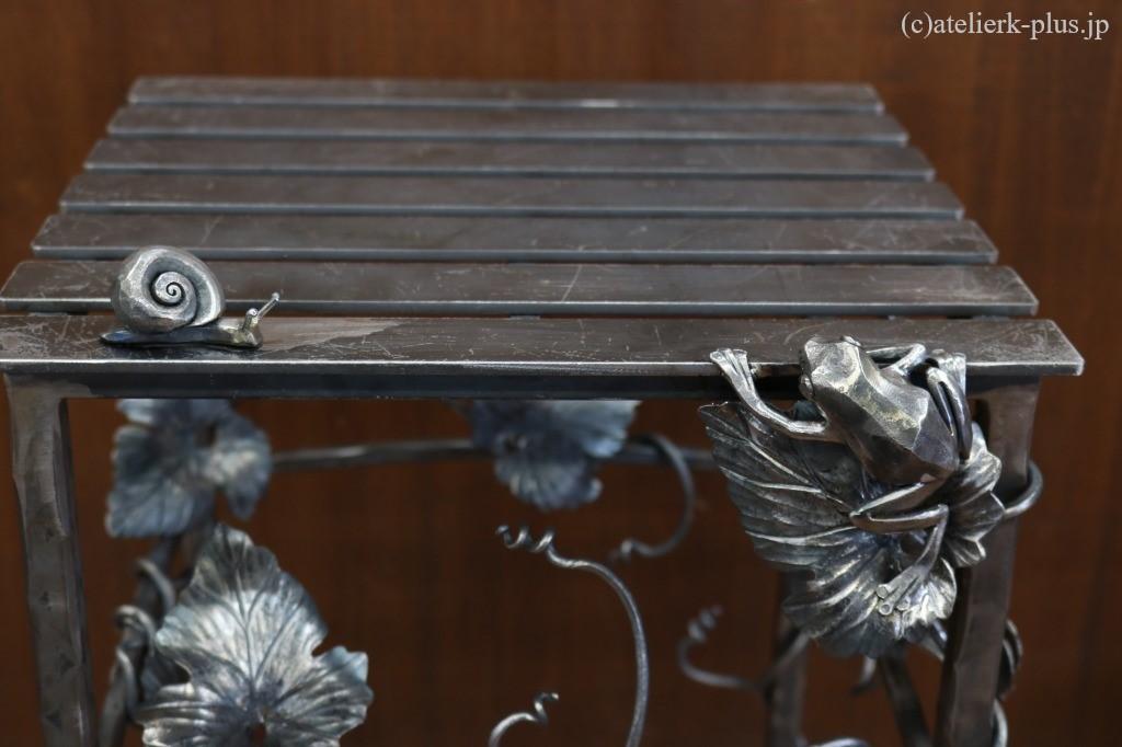 ロートアイアンのカエルとカタツムリ