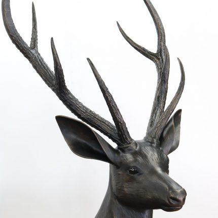 ロートアイアンの雄鹿