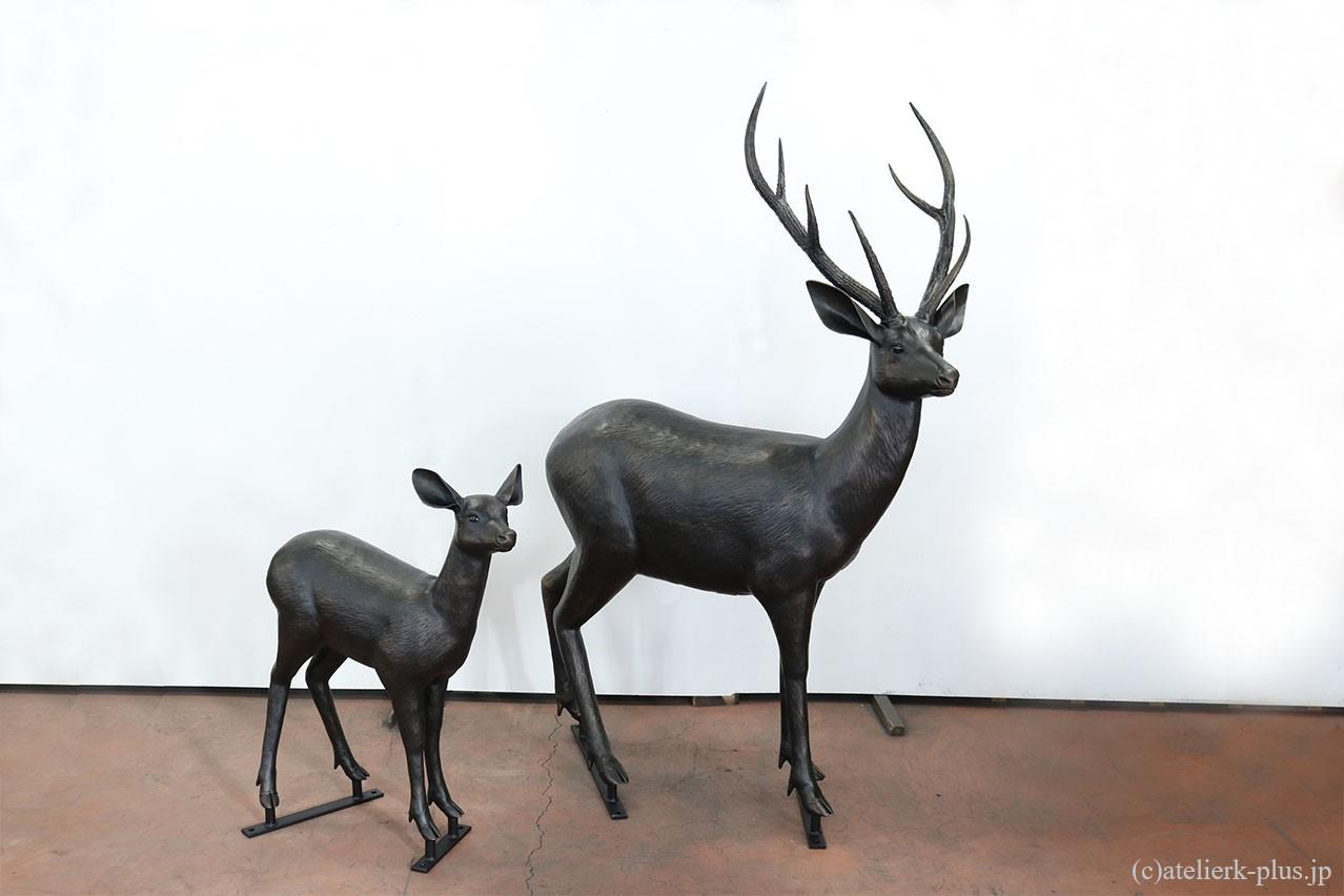 ロートアイアンの鹿の親子