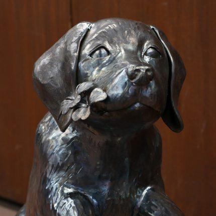 ロートアイアンの犬オブジェ